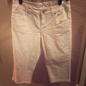 INC - White Capri Pants 🎀